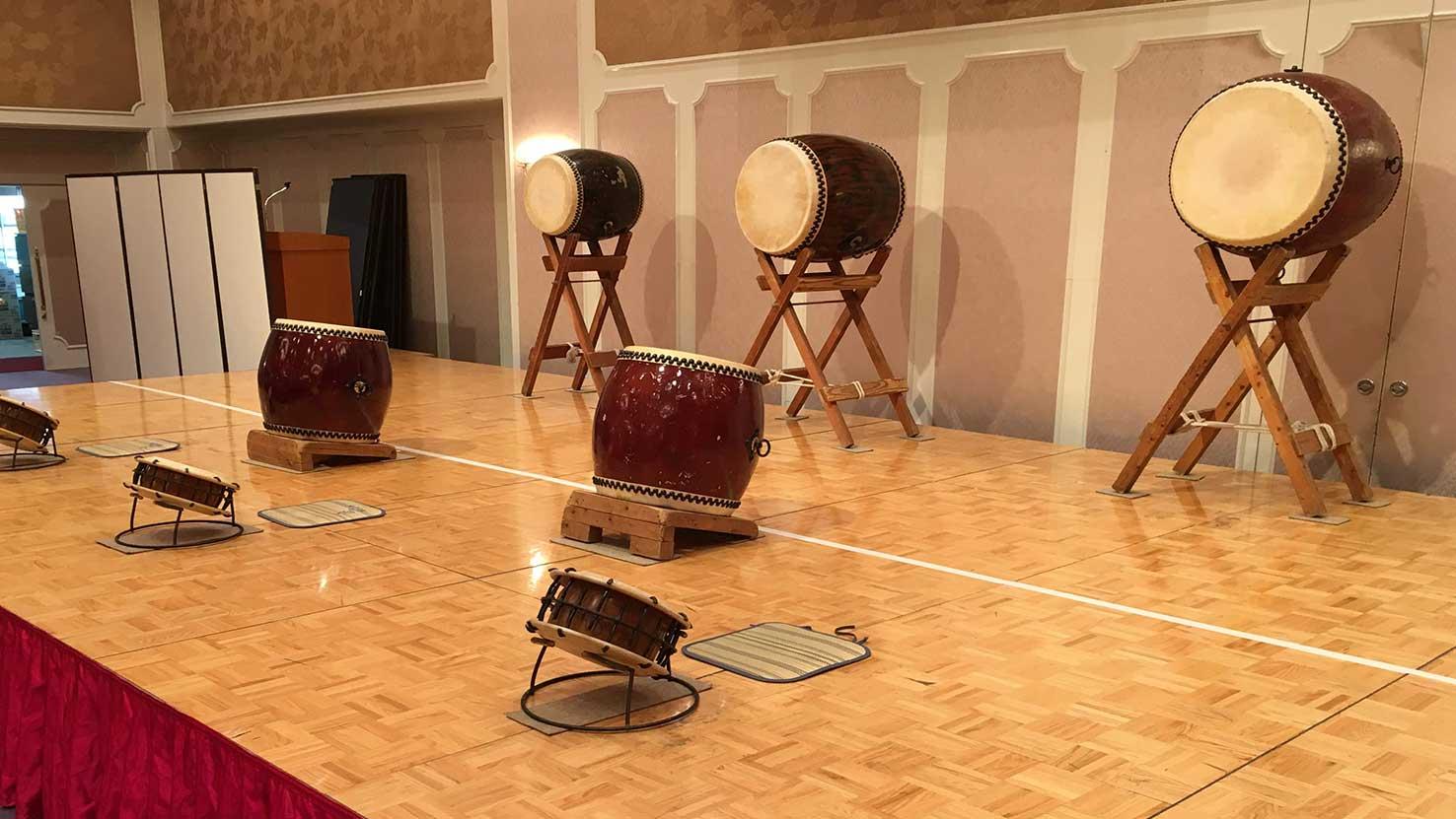 プラザホテル 太鼓の準備